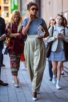 The street style we're loving at Milan Fashion Week : Straatstijl Outfits Look Fashion, Spring Fashion, Autumn Fashion, Fashion Outfits, Fashion Tips, Casual Outfits, Summer Outfits, Milano Fashion Week, Milan Fashion