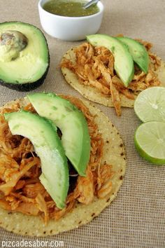 Tinga de Pollo (Chicken in Chipotle - Tomato Sauce) I Love Food, Good Food, Yummy Food, Mexico Food, Comida Latina, Tapas, Cooking Recipes, Healthy Recipes, Easy Chicken Recipes