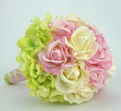 Очень милый и очень нежный свадебный букет. Все цвета мягкая пастель.