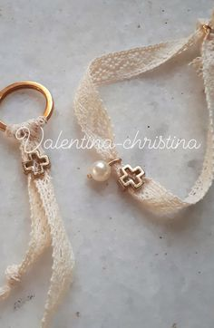 Fabric Jewelry, Beaded Jewelry, Beaded Bracelets, Bracelet Crafts, Jewelry Crafts, Christian Crafts, Scented Sachets, Baptism Favors, Bijoux Diy