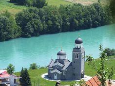 Црква Светих апостола Петра и Павла и ријека Дрина у Скеланима (Сребреница)