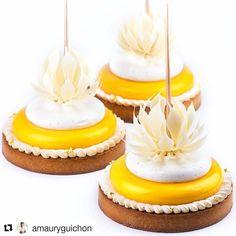The Lemon tart by @amauryguichon Kit Tarte Ring by @silikomartprofessional Crunchy sweet dough with lemon zest, lemon and almond…