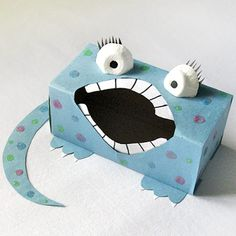 Sandwich Box Monster Craft: Who knew the empty box that holds your sandwich bags could make such a cute little monster box craft? Monster Party, Monster Box, Tattle Monster, Craft Activities, Preschool Crafts, Crafts For Kids, Sandwich Box, Monster Crafts, Back To School Crafts