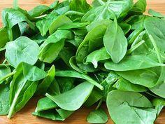 O espinafre é bem fácil de cultivar! #espinafre #horta #plantar #legumes