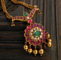 Be a beautiful, strong and empowered lady in the beautiful temple jewellery collection by Arnav. Admire the beauty and stunning display of gorgeous jewellery. Indian Jewellery Design, Latest Jewellery, Indian Jewelry, Jewelry Design, Jewellery Making, Ruby Jewelry, Pendant Jewelry, Gold Jewelry, Ruby Necklace