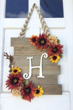 Customizable Fall Sunflower Door Hanger by ChicSle. Customizable Fall Sunflower Door Hanger by ChicSleek on Etsy Decoration St Valentin, Sunflower Door Hanger, Deco Champetre, Holiday Crafts, Holiday Decor, Seasonal Decor, Barn Wood Signs, Barn Wood Frames, Pallet Signs