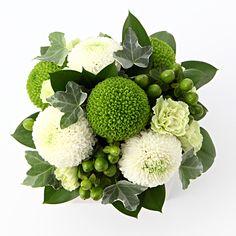 Small Flower Arrangements, Flower Arrangement Designs, Ikebana Arrangements, Fake Flowers, Small Flowers, Dwarf Fruit Trees, Easter Garden, Bloom Baby, Hand Bouquet