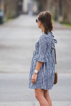 Pretty as a Peony: Gingham Shift Dress Preppy Outfits, College Outfits, Spring Outfits, Fashion Outfits, Work Outfits, Pregnancy Outfits, Gingham Dress, Ladies Dress Design, The Dress