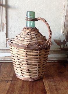 Wicker Baskets, Home Decor, Bottles, Tejidos, Decoration Home, Room Decor, Home Interior Design, Home Decoration, Woven Baskets