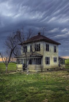 Forgotten Farm House... This image spoke to me. Now I need to see if I can translate it on paper.