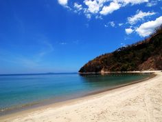 The beach in Kawayan Cove, Batangas. Batangas Philippines, Philippines Beaches, Places To Travel, Places To Go, Beach Gardens, Destin Beach, Dream Vacations, Diving, Places Ive Been