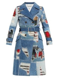 Get junya watanabe - patchwork denim trench coat - womens - blue multi while you can. Denim Patchwork, Denim Fabric, Denim Quilts, Ropa Upcycling, Denim Ideas, Recycled Denim, Recycled Clothing, Recycled Fashion, Denim Outfits
