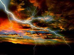 storms brew thunder lightning Amazing Photos of Storms and Lightning Tornados, Thunderstorms, All Nature, Science And Nature, Amazing Nature, Fuerza Natural, Cool Pictures, Cool Photos, Amazing Photos