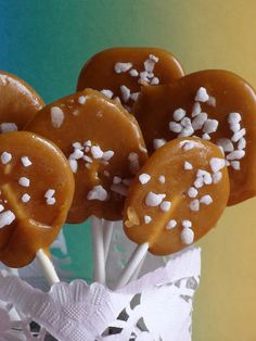ÍZEMLÉKEK: Vajkaramella nyalóka Caramel Apples, December, Drinks, Cake, Food, Diet, Candy, Drinking, Beverages