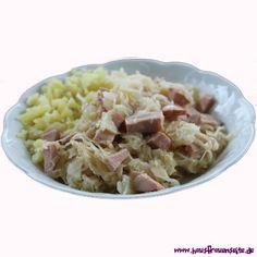 Sauerkrautgulasch unser Sauerkrautgulasch schmeckt sehr lecker und ist schnell fertig Sauerkraut, Oatmeal, Breakfast, Food, Goulash Recipes, Easy Meals, Food Food, Breakfast Cafe, Meal