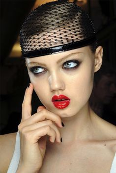 Lindsey Wixson on the runway for Jean Paul Gaultier. Beautiful makeup!