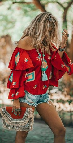 hippie style 214413632244509073 - It's all about that must have red bohemian blouse! Here's where to get it. Source by empoweryourspirit Boho Mode, Mode Hippie, Hippie Style, Bohemian Style, Gypsy Style, Bohemian Summer, Girl Style, Bohemian Blouses, Bohemian Tops