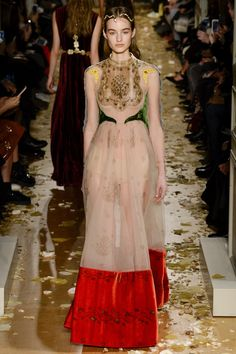 Valentino Spring 2016 Couture Fashion Show Collection