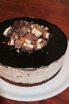 Salmiakki-suklaajuustokakku Cheesecakes, Acai Bowl, Baking, Breakfast, Sweet, Desserts, Koti, Halloween, Meals