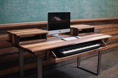 Midsize Modern Wood Recording Studio Desk for Composer por Monkwood