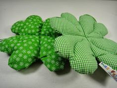 Ines Felix - Kreatives zum Nachmachen: Kleeblatt aus Stoff Ines Felix - creative things to imitate: shamrock made of fabric Sewing Toys, Sewing Crafts, Crafts To Sell, Crafts For Kids, Comfortable Pillows, Fabric Gifts, Baby Pillows, Recycled Crafts, Diy Toys