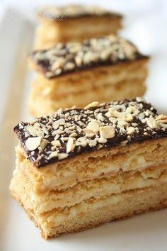I still remember very well the first time I tasted this cake, more than fifteen years ago. My aunt H. brought the recipe and it was a big hi...