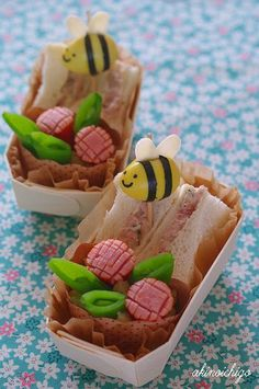 Holy crap, I've got to remember these quail egg bees and little sausage flowers for Rosh Hashana. Page in Japanese, but translation works well enough to get it.
