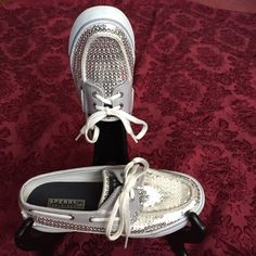 SPERRY SILVER SEQUIN BAHAMA BOAT SHOE Trendy casual with a touch of glam, very good condition with typical signs of mild wear, clean overall really nice. Sperry Top-Sider Shoes Moccasins