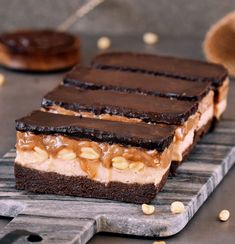 These no-bake #Vegan #Snickers Bars are the perfect treat because they contain a delicious caramel-, chocolate-, and cream layer. These bars are #glutenfree, #dairyfree, #plantbased, and easy to make. Healthy caramel version included!