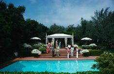 Guests attend a poolside luncheon at the home of Dorothy Laughlin in Santa Barbara, California, May (Photo by Slim Aarons/Hulton Archive/Getty Images) Slim Aarons, Clark Gable, Jonathan Adler, High Society, Town And Country, Life Magazine, Hollywood Glamour, New Hampshire, Vintage Photography