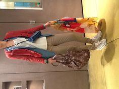 Dei Tips:  Cotton jeans: Cycle  Runners: Diadora  Mini bag: Dries van Noten  Laser knit bag: Giorgio Brato  Scarf: Crocky  Studded leather bracelets: HTC