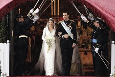 El nuevo matrimonio saliendo de la catredal de la Almudena