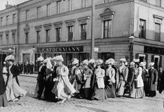 Finnish women marching for equal rights 1905 photo credit: Helsinki City Museum Helsinki, Meanwhile In Finland, History Of Finland, Finnish Women, Women Right To Vote, Aho Girl, Somewhere In Time, City Museum, Brave Women