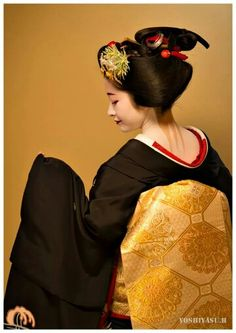 Sakkou hairstyle. Hairstyle worn in the final stages of maiko training.