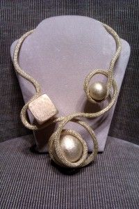 gold idea for a #Christmas #necklace now at #cillabijoux showroom