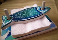 Wooden napkin holder NanetteHudgens for the lake house!~ Wooden Fish Napkin Holder- Prevents wind from blowing away.Pottery fish tray napkin holder - could be other shapes, too.Great gift option- useful, flexible for various designs, easily branded. Hand Built Pottery, Slab Pottery, Ceramic Pottery, Ceramic Art, Pottery Art, Clay Projects, Clay Crafts, Wood Crafts, Diy And Crafts
