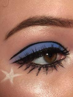 Make up blue eyeshadow look with unique black eyeliner # fashionshoot Edgy Makeup, Makeup Eye Looks, Eye Makeup Art, Cute Makeup, Pretty Makeup, Skin Makeup, Eyeshadow Makeup, Makeup Inspo, Makeup Tips