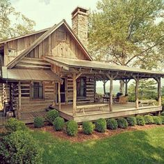 You might expect to see manicured bushes in the 'burbs, but this polished cabin pulls the look off just as well. Source: Instagram user thochreiter1379