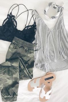 Spring Outfit Round Up - Camo Joggers/tank Look Fashion, Fashion Outfits, Womens Fashion, Fashion Trends, Fashion Mask, Fashion Weeks, Fashion 2018, Paris Fashion, Retro Fashion