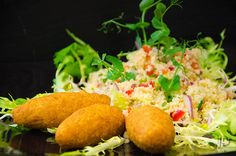 Falafel mit Sesam und Tabouleh