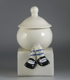 Walking ware 'POT' by Carlton Ware. Teapot Cookies, Carlton Ware, Teapots And Cups, Caramel Color, Cream And Sugar, Vintage Pottery, A Table, Tea Time, Tea Party
