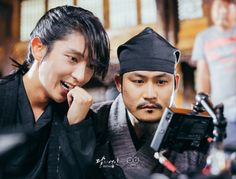 NG😉🎬 So and Ji Mong watching the process😂 Lee Jun Ki, Lee Joon, Joon Gi, Korean Tv Shows, Korean Actors, Korean Dramas, Live Action, Moon Lovers Drama, Scarlet Heart Ryeo Wallpaper