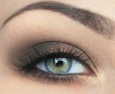A bronze smokey eye