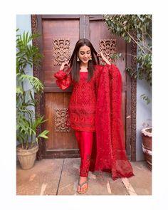 ZainabChottani ZCLuxury UnstitchedFormals is part of Pakistani dress design - Pakistani Fashion Casual, Pakistani Dresses Casual, Indian Gowns Dresses, Pakistani Bridal Dresses, Pakistani Dress Design, Indian Fashion, Wedding Lehnga, Dresses Dresses, Party Dresses