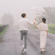 Useful Wedding Event Planning Tips That Stand The Test Of Time Pre Wedding Poses, Pre Wedding Photoshoot, Wedding Couples, Cute Couples, Korean Wedding Photography, Couple Photography Poses, Couple Posing, Couple Shoot, Korean Couple Photoshoot