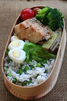 2013.04.22 グリーンピースご飯と春キャベツとチャーシュー弁当