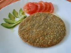Ingredientes:   500 gr. porotos de soja   2 huevos   2 cdas. de avena   1 diente de ajo   Sal   Pimienta   Perejil u orégano