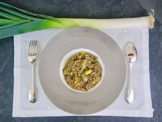 Quinoa et lentilles corail aux poireaux Casserole En Fonte, Quinoa, Oatmeal, Vegan, Breakfast, Food, Seasonal Recipe, Vegetable Stock, Olive Oil