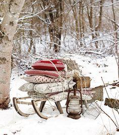 kerstmis - textiel - winter - slee - sneeuw - buiten