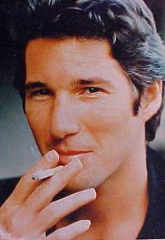 Domuz!!! Sigara hayatında diye millete Yalanla bulaşmak zorunda mısın?????? Kendin gibi aptal hayata zorlamak ne zevk veriyor sana???? Zorla insani yapmadığı şeylerle suçlayarak NEDEN BOK HALİNLE HAYATIMDASIN????